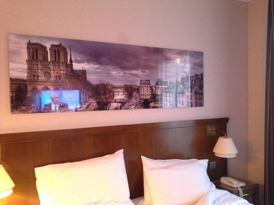 Agora Saint Germain: bed and panorama photo of Paris