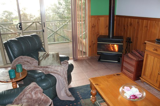 Nannup Hideaway Spa Cottages & Retreats: a cozy fire