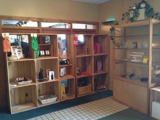 Twin Brook Winery: tasting display