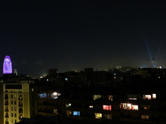 Leonardo Boutique Hotel Barcelona Sagrada Familia : night view from solarium