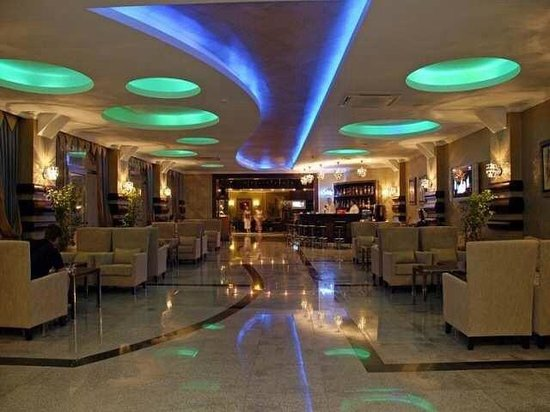 Grand Pasa Hotel: The bar area by reception x