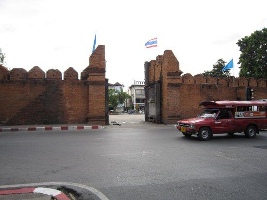 Tha Phae Gate: 6-'13.9旧市街から1