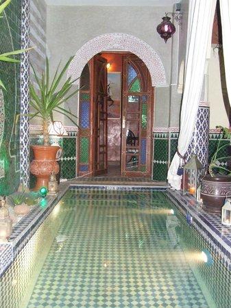 Riad Assalam: piscine du patio