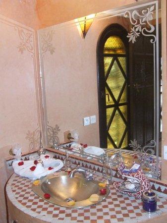 Riad Assalam: salle de bain