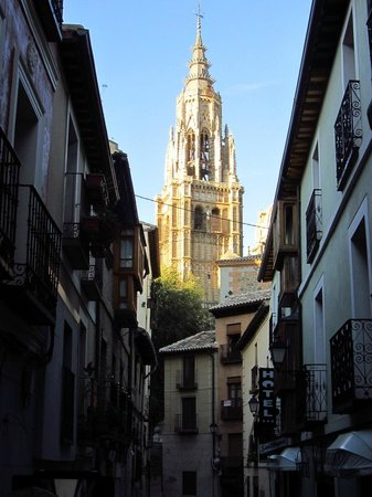Eurico Hotel: The street and hotel