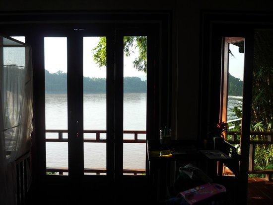 ‪‪Mekong Estate‬: Doors leading to balcony‬