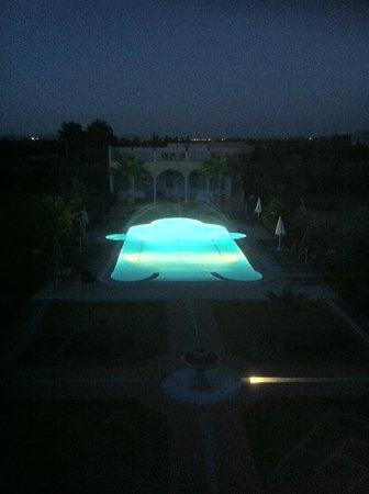 Riad Qodwa: Pool at dusk
