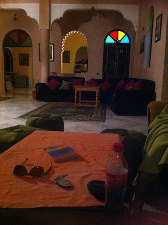 Riad Qodwa: Reception/TV area