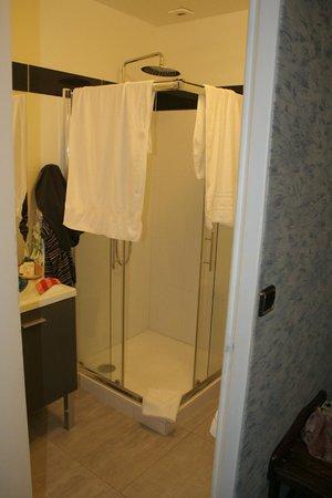 Hotel Romantica : douche chambre n°8