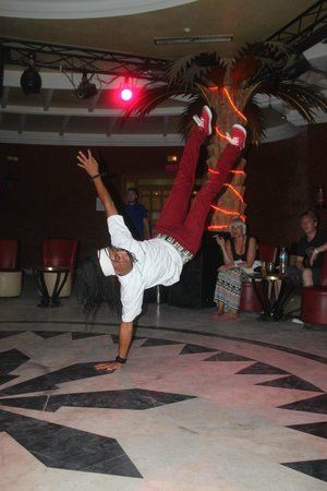 Hotel Occidental Grand Monastir : Entertainment Staff