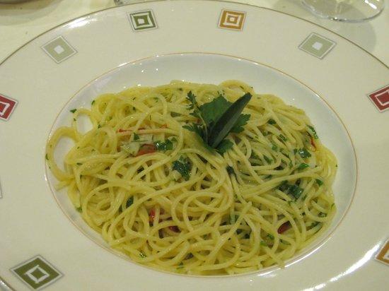 KONFIT restaurant & wine: spaghetti aglio olio e peperoncino