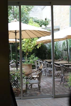 la terrasse - Picture of Au Petit Jardin, Uzes - TripAdvisor