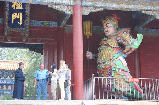 Zhongyue Temple: Боги дверей