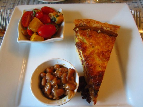 Gite La Petite Douceur : Quiche for breakfast