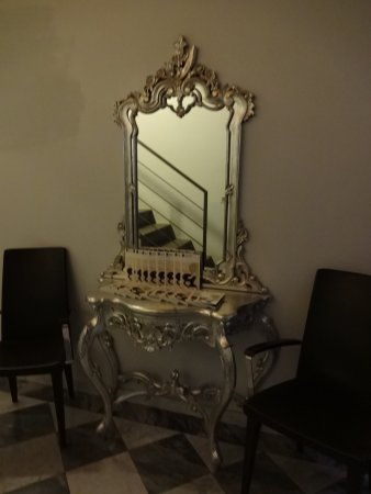 Borghese Palace Art Hotel : corridor