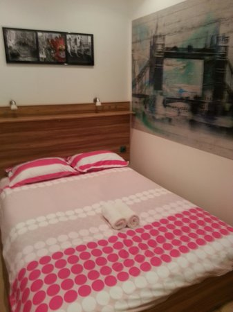 Modern Properties Lviv: Very comfortable bed, fresh linens