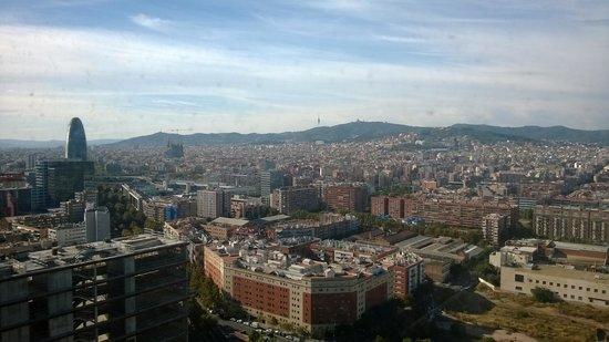 Melia Barcelona Sky: Vistas ciudad desde la habitación