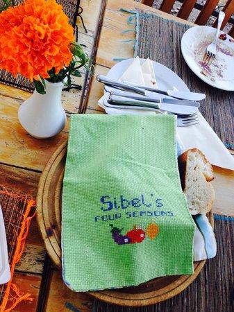 Sibel's Four Seasons Cafe & Restaurant: Selbstgebackenes Brot