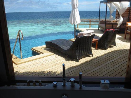Baros Maldives: View from bathroom