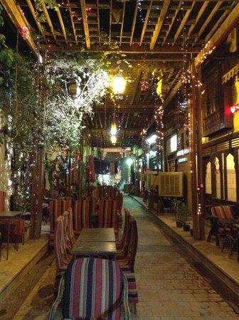 Nefertiti Hotel: La calle del hotel