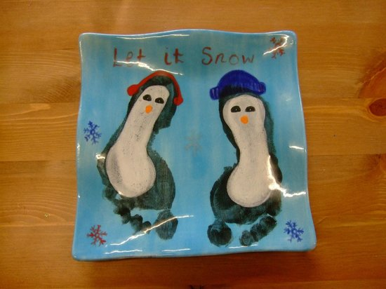 Pots & Paws: Foot print penguin plate makes an ideal Christmas gift