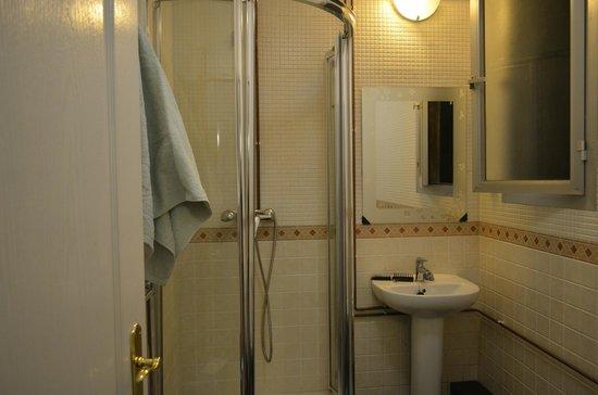 Lenin Hostel: Ванна, все цивильно