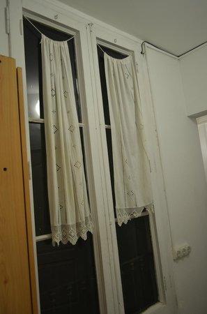 Lenin Hostel: Номер собственно, окно выходит в шахту