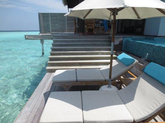 Anantara Kihavah Maldives Villas: Sunbeds