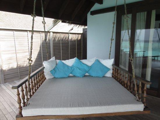 Anantara Kihavah Maldives Villas: Day bed
