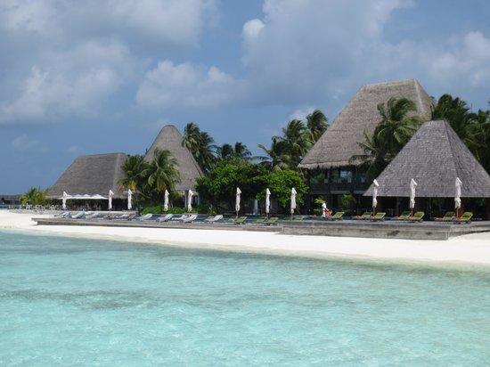Anantara Kihavah Maldives Villas: Pool area