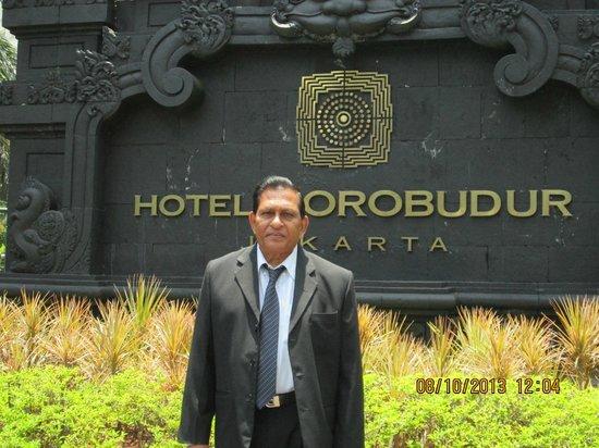 Hotel Borobudur Jakarta: Outside view
