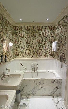 La Mirande Hotel: La salle de bains de la chambre 25
