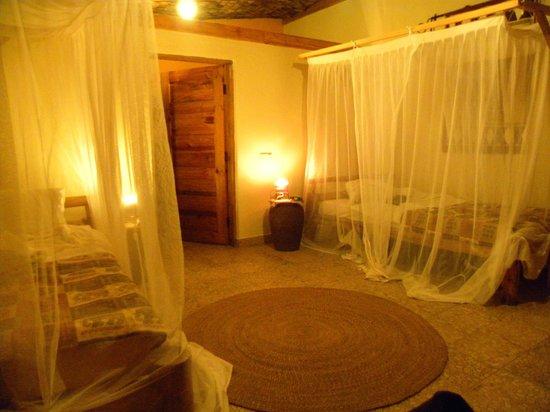 Meru View Lodge: bedroom