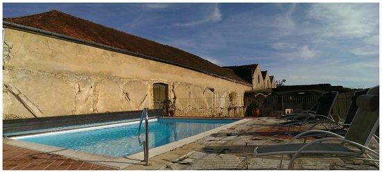 La Cimentelle: Pool auf dem alten Fabrikgelände