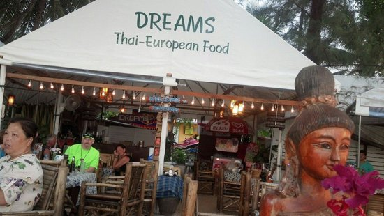 Dreams : Great relaxing beachside food and drink place
