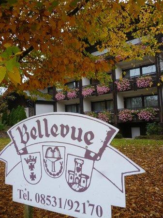Bellevue Hotel: Hotel von Straße aus