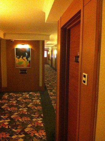 Beijing Jianguo Hotel : Gang zum Zimmer - versetzt!