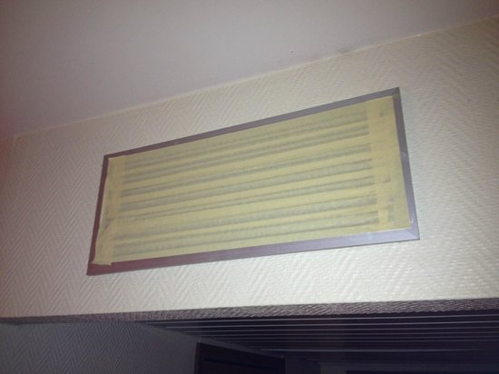 Radisson Blu Park Hotel: Air-went blocked with tape
