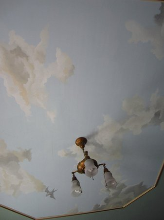 Holidae House B&B: Painted ceiling