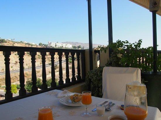 Riad Maison Bleue: 朝食はお屋上のテラスで