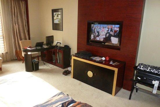Lake View Garden Hotel : Zimmer Arbeitsbereich