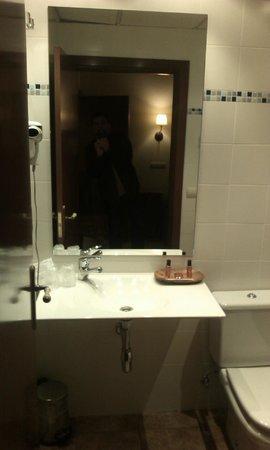 Hotel ANDRIA: Bath room