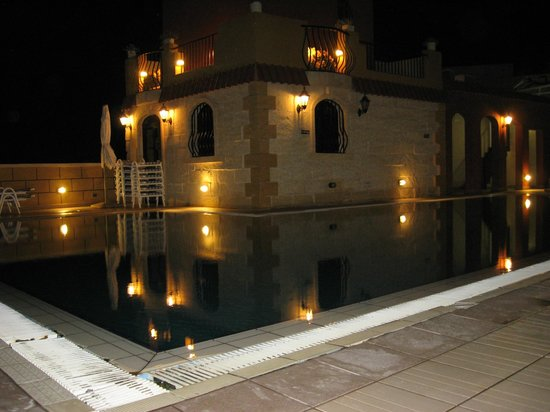 Soreda Hotel : roof pool