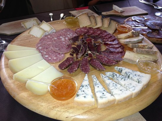 Trattoria-Pizzeria-Enocacioteca il Moderno: Sampling of cheese and ham to be tasted with different types of mustards