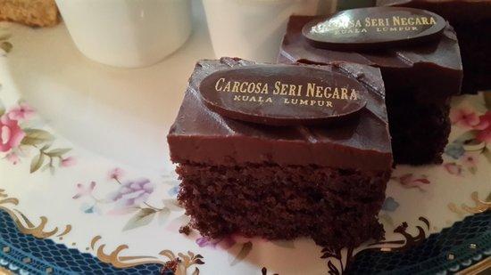 Carcosa Seri Negara: Cake