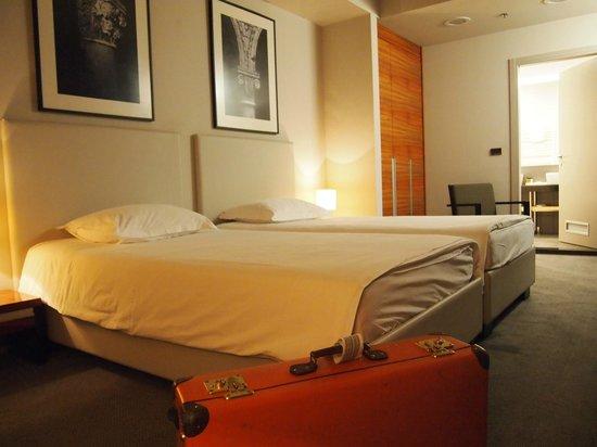 Atrium Hotel: モダンな部屋です。