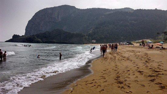 Itsasmin ostatua: Der Strand westlich von Elantxobe