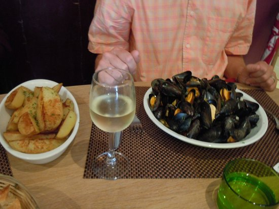 Le Pescadou: Moules and chips