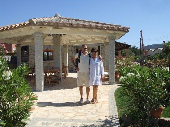 "Bed and Breakfast I Graniti Sardi: Cinzia & Alby nel giardino curatissimo de ""I Graniti Sardi"""