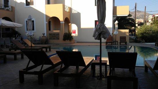 Zephyros Village Hotel: Bassengområde